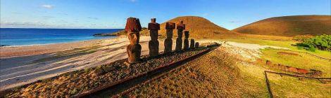 Isla Pascua Moais in line Chile